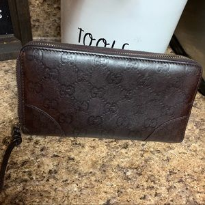 Gorgeous Gucci leather wallet